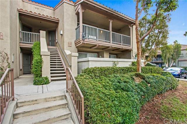 2800 Keller Drive #221, Tustin, CA 92782 (#PW21228785) :: Windermere Homes & Estates