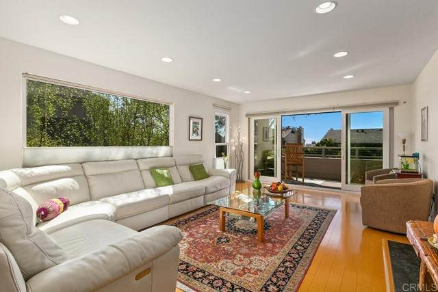 269 Stratford Court, Del Mar, CA 92014 (#NDP2112007) :: Pacific Palace Realty, Inc.