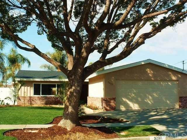 3232 Carolyn Circle, Oceanside, CA 92054 (#NDP2112052) :: Dannecker & Associates