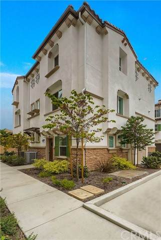 3550 W Savanna Street, Anaheim, CA 92804 (#OC21206066) :: COMPASS