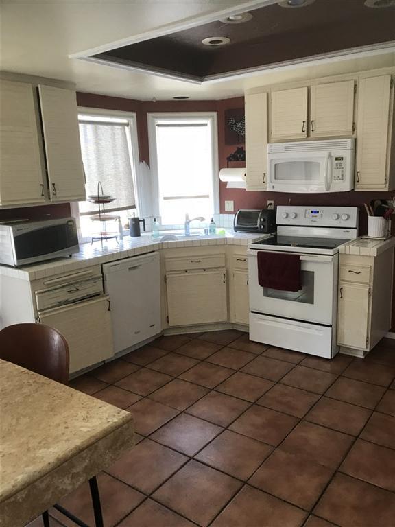1837 Paseo Del Lago, Vista, CA 92081 (#180049023) :: Welcome to San Diego Real Estate