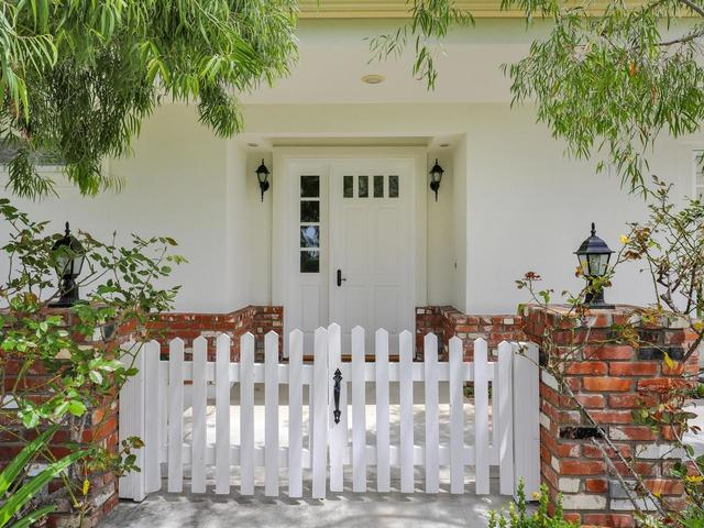 5735 Dolphin Place, La Jolla, CA 92037 (#190024610) :: Farland Realty