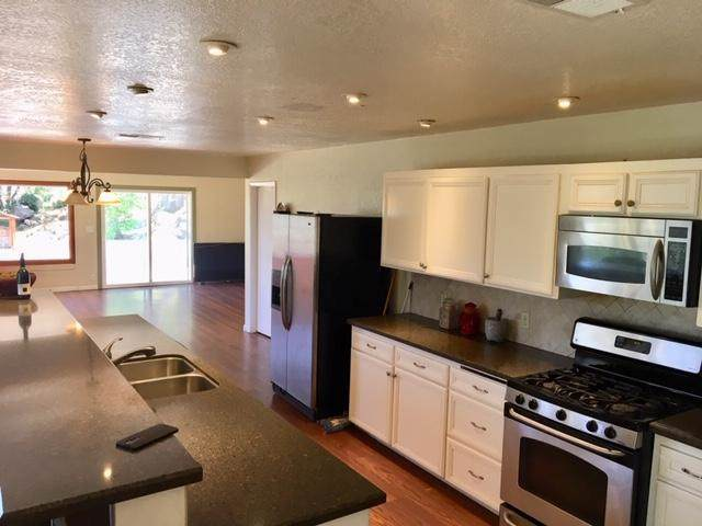 26931 Oakmont Rd, Valley Center, CA 92082 (#190050068) :: Whissel Realty