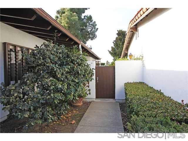 16566 Caminito Vecinos #27, San Diego, CA 92128 (#190060959) :: Neuman & Neuman Real Estate Inc.