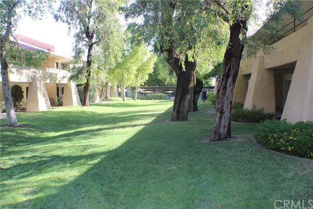 2801 E Los Felices Circle D112, Palm Springs, CA 92262 (#301606143) :: Coldwell Banker Residential Brokerage