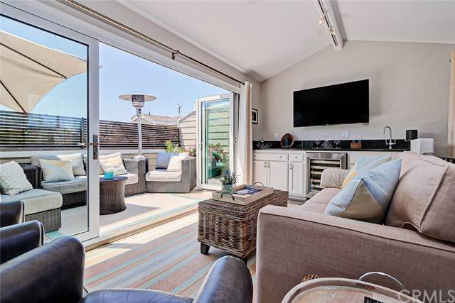 1107 Valley Drive, Hermosa Beach, CA 90254 (#301607318) :: Coldwell Banker Residential Brokerage