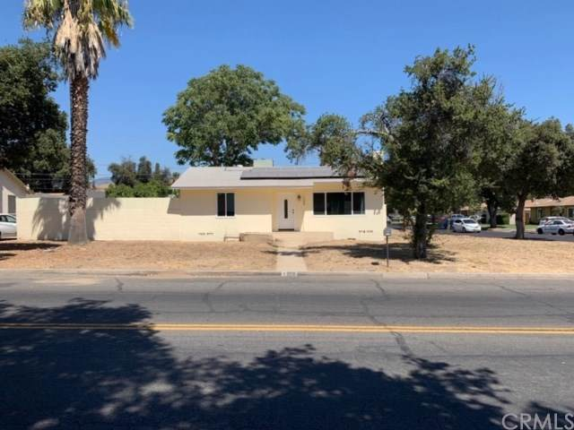 1208 W 27th St, San Bernardino, CA 92405 (#301629086) :: Compass