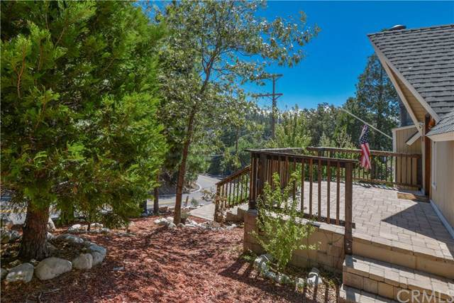 934 Grass Valley Road, Lake Arrowhead, CA 92352 (#301631533) :: Whissel Realty