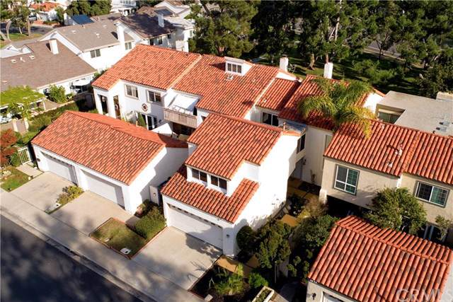 32 Oak Tree Lane, Irvine, CA 92612 (#302321325) :: Whissel Realty