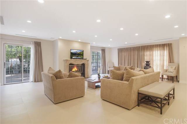 317 N Oakhurst Drive #1, Beverly Hills, CA 90210 (#302428052) :: Whissel Realty