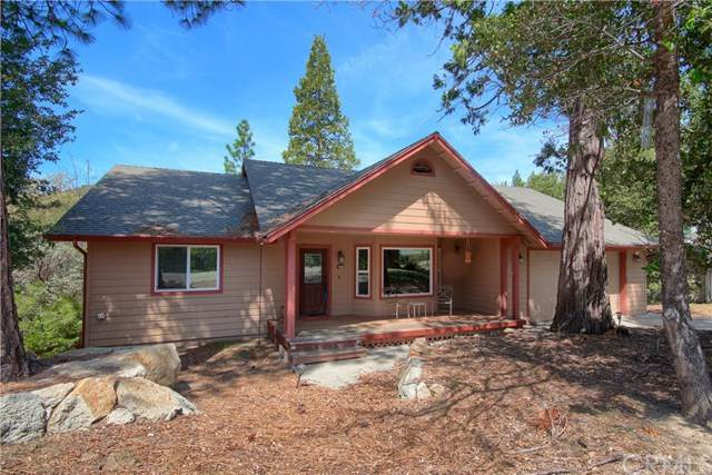 39758 Cedar Vista Circle, Bass Lake, CA 93604 (#302506134) :: Whissel Realty
