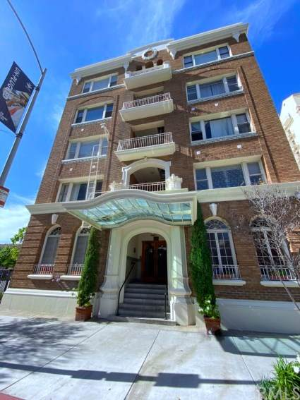 325 W 3rd Street #109, Long Beach, CA 90802 (#302585683) :: Whissel Realty