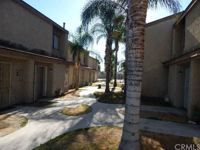936 Fairway Drive #42, Colton, CA 92324 (#302622146) :: Whissel Realty
