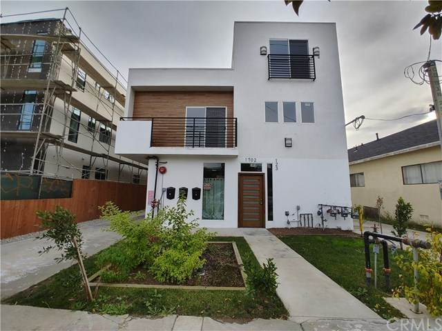 1704 W Jefferson Boulevard, Los Angeles, CA 90018 (#302987339) :: Tony J. Molina Real Estate