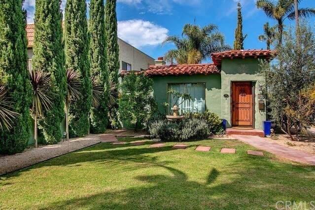 900 E Avenue, Coronado, CA 92118 (#PW21109859) :: Compass