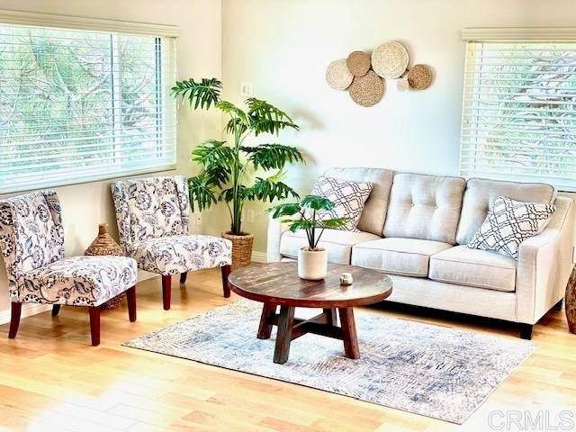 925 Hygeia Avenue, Encinitas, CA 92024 (#NDP2109885) :: Solis Team Real Estate