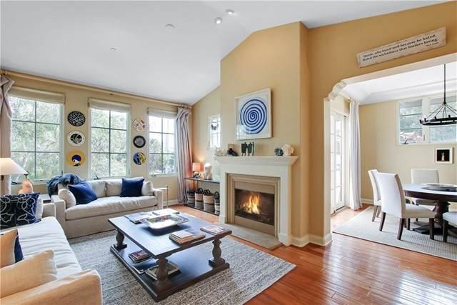 218 E Yanonali Street A, Santa Barbara, CA 93101 (#OC21188989) :: Solis Team Real Estate