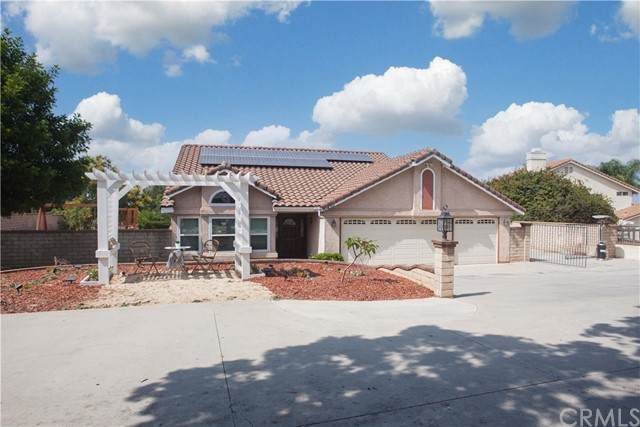 10430 Orchard View Lane, Riverside, CA 92503 (#PW21195179) :: COMPASS