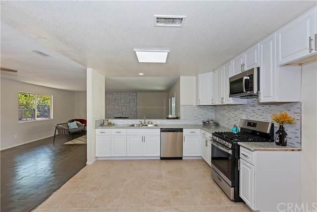 7608 Kenyon Avenue, Hesperia, CA 92345 (#CV21200821) :: Solis Team Real Estate