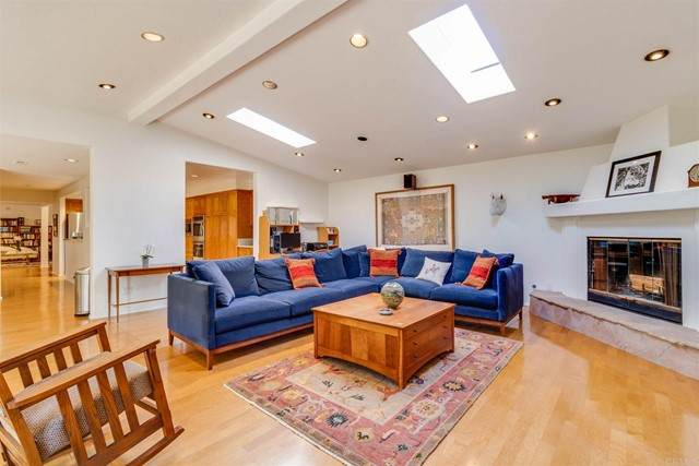13914 Recuerdo Drive, Del Mar, CA 92014 (#NDP2103950) :: The Legacy Real Estate Team