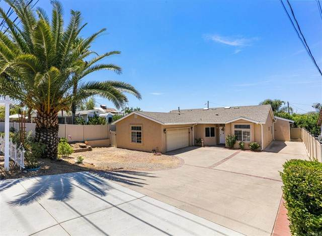819 9th St, Ramona, CA 92065 (#NDP2108458) :: SD Luxe Group