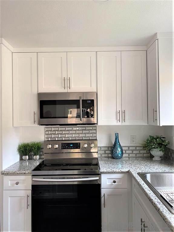 11275 Avenida De Los Lobos A, Rancho Bernardo, CA 92127 (#200043734) :: Neuman & Neuman Real Estate Inc.