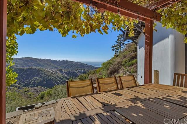2495 Temple Hills Drive, Laguna Beach, CA 92651 (#302956227) :: Tony J. Molina Real Estate
