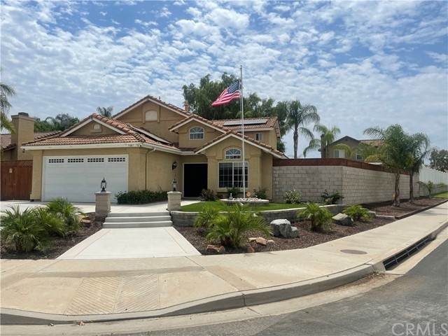 9203 Owari Lane, Riverside, CA 92508 (#OC21175764) :: Windermere Homes & Estates