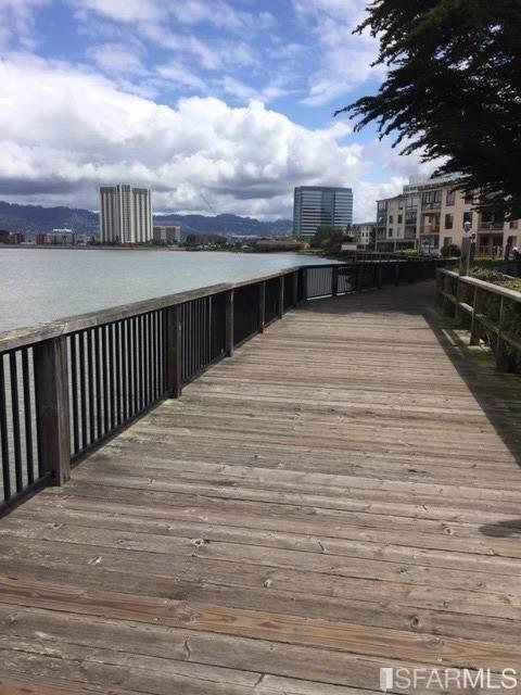 6 Commodore Drive #447, Emeryville, CA 94608 (MLS #491076) :: Keller Williams San Francisco