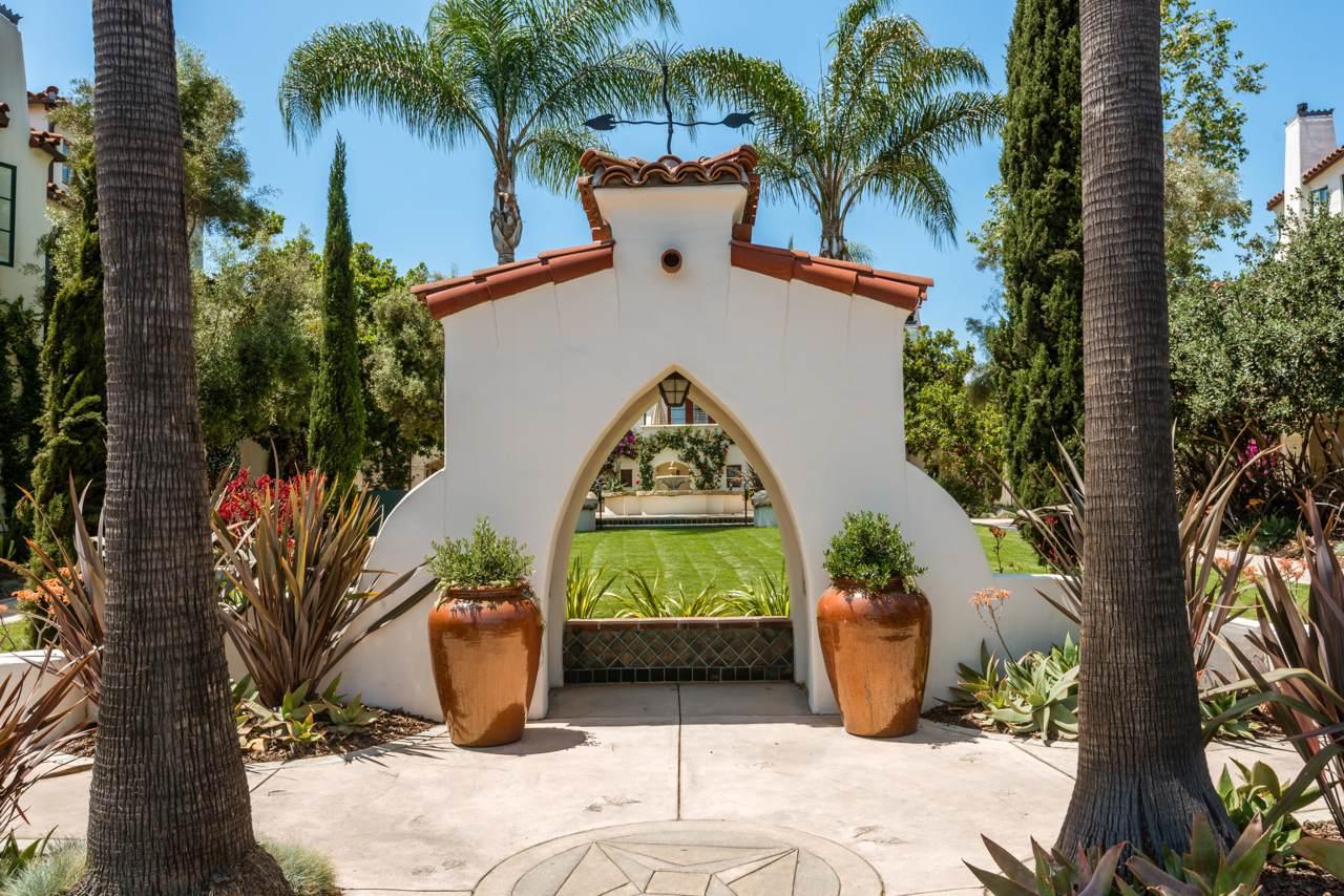 212 Santa Barbara St - Photo 1