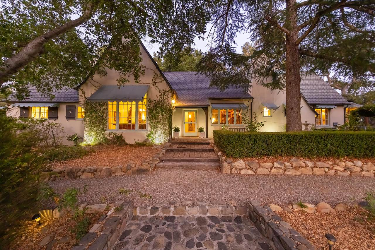 1104 Foothill Rd - Photo 1