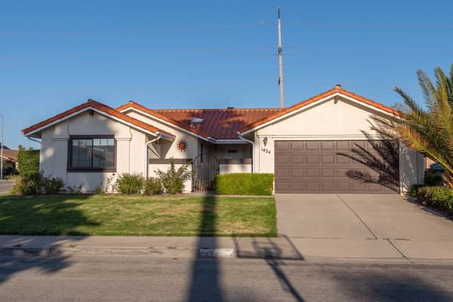 1424 N E St, Lompoc, CA 93436 (MLS #19-3298) :: The Epstein Partners
