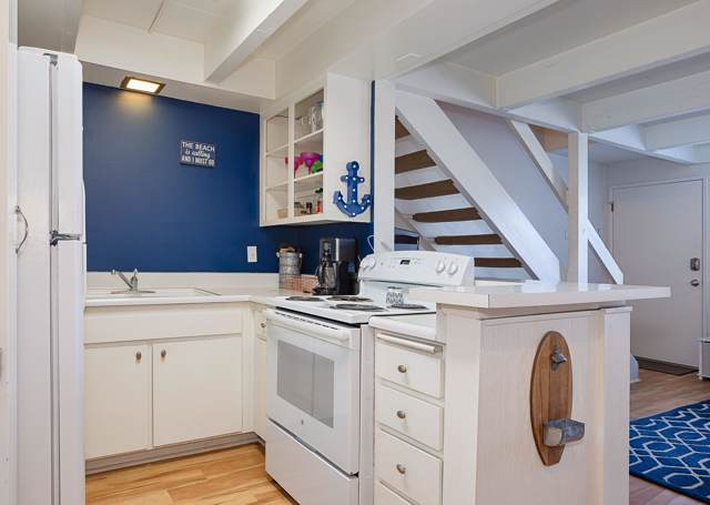 130 Ash Ave #2, Carpinteria, CA 93013 (MLS #19-3745) :: Chris Gregoire & Chad Beuoy Real Estate