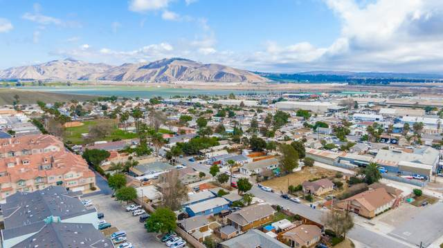 11129 Aster St, Ventura, CA 93004 (MLS #21-334) :: Chris Gregoire & Chad Beuoy Real Estate