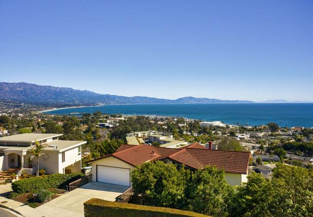 1135 Harbor Hills Ln, Santa Barbara, CA 93109 (MLS #21-627) :: Chris Gregoire & Chad Beuoy Real Estate