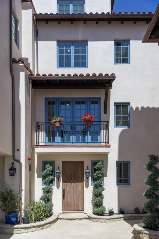 130 Anacapa St, Santa Barbara, CA 93101 (MLS #17-1561) :: The Zia Group