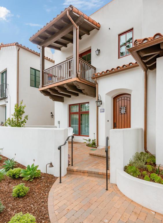 122 W Yanonali St, Santa Barbara, CA 93101 (MLS #18-1856) :: Chris Gregoire & Chad Beuoy Real Estate