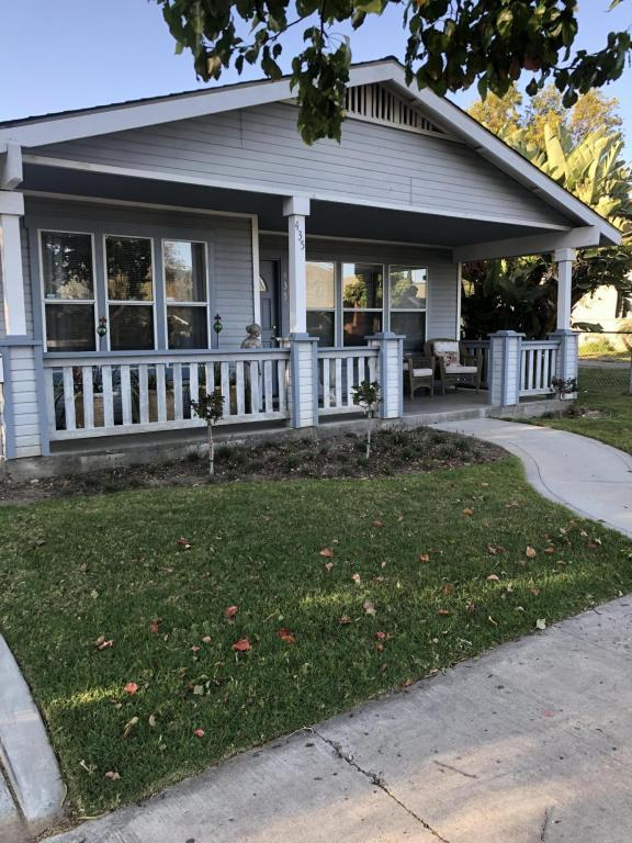 435 1st St, Fillmore, CA 93015 (MLS #18-2508) :: The Zia Group