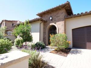 355 Island Oak, Goleta, CA 93117 (MLS #18-3665) :: Chris Gregoire & Chad Beuoy Real Estate