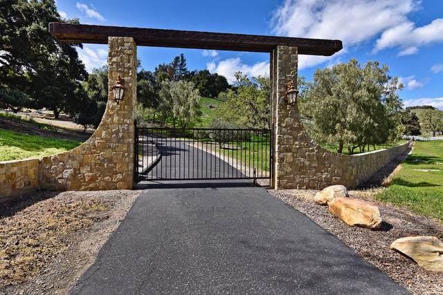 3275 Long Valley Rd, Santa Ynez, CA 93460 (MLS #19-3699) :: Chris Gregoire & Chad Beuoy Real Estate