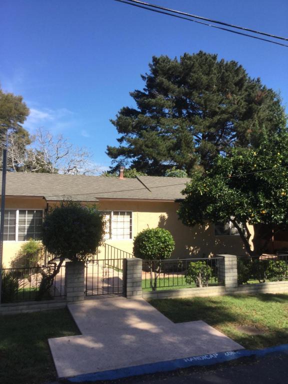 1114 San Pascual St, Santa Barbara, CA 93101 (MLS #17-3509) :: The Zia Group