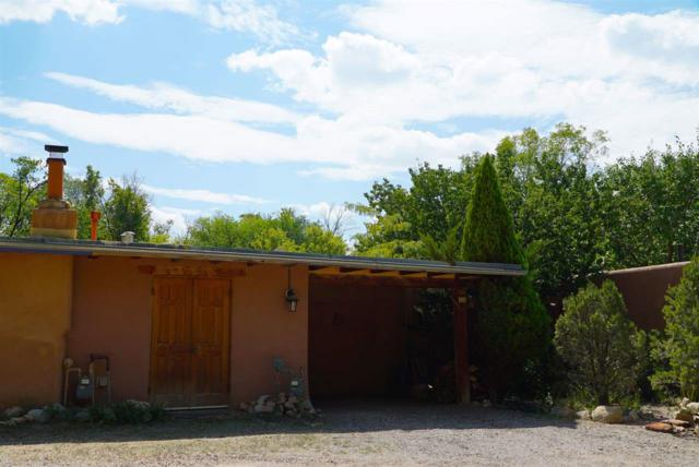 5 White Boulder Lane, Tesuque, NM 87506 (MLS #201704714) :: DeVito & Desmond