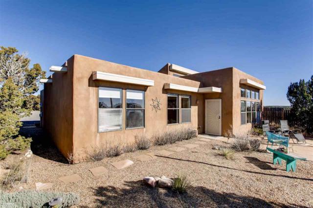27 Aventura, Santa Fe, NM 87508 (MLS #201705639) :: DeVito & Desmond