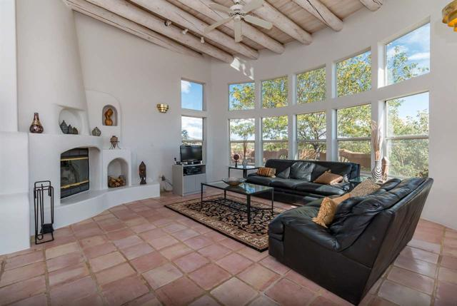 1 Sombra Court, Santa Fe, NM 87508 (MLS #201800737) :: The Very Best of Santa Fe