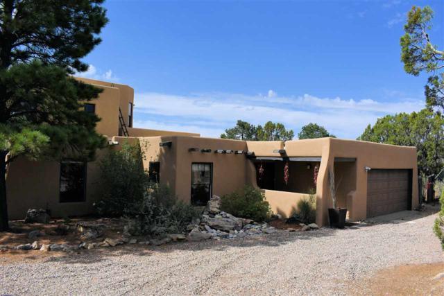 2 Ute Lane, Santa Fe, NM 87505 (MLS #201803248) :: The Desmond Group