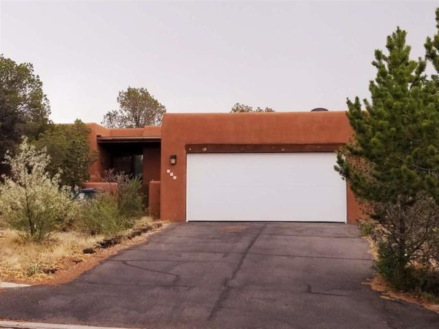 678 Callecita Jicarilla, Santa Fe, NM 87505 (MLS #201803401) :: The Desmond Group