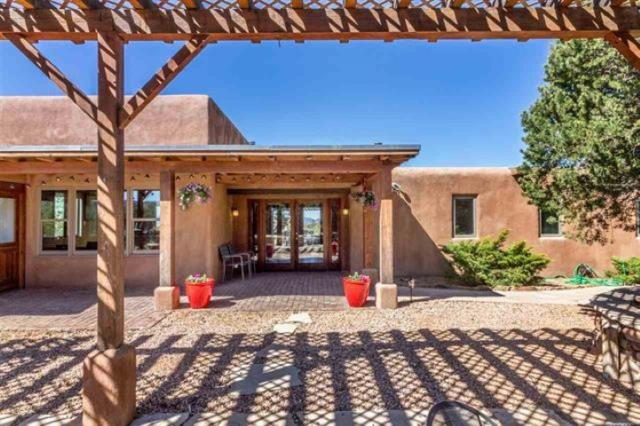 53 Camino Oriente, Santa Fe, NM 87508 (MLS #201805252) :: The Bigelow Team / Realty One of New Mexico