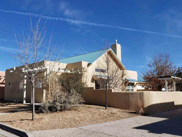 4332 Vuelta Colorada, Santa Fe, NM 87507 (MLS #201805440) :: The Bigelow Team / Realty One of New Mexico