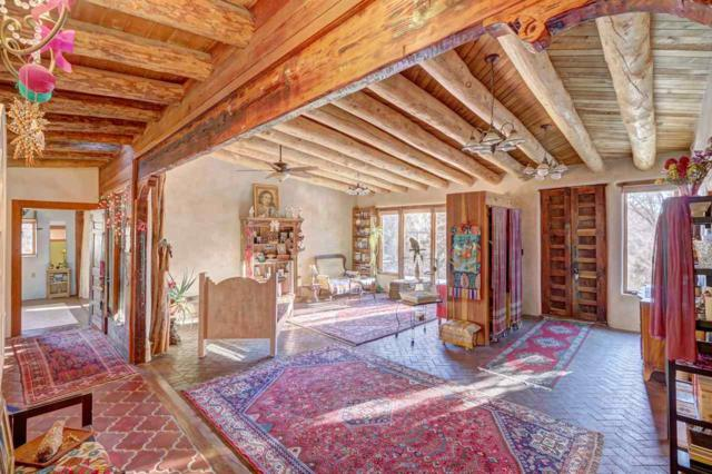 39 Burro Bend Road, Santa Fe, NM 87505 (MLS #201900168) :: The Desmond Group