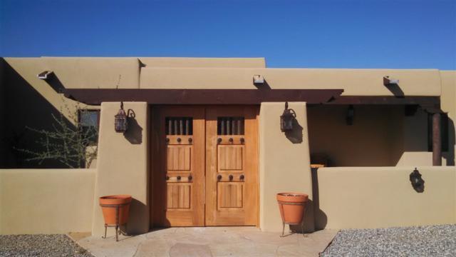 109 SE Mejor Lado With Barn, Santa Fe, NM 87508 (MLS #201900366) :: The Desmond Group